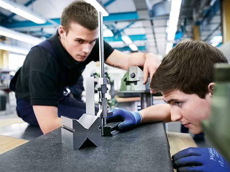 Bmw Group Careers Pupils Internship For Pupils